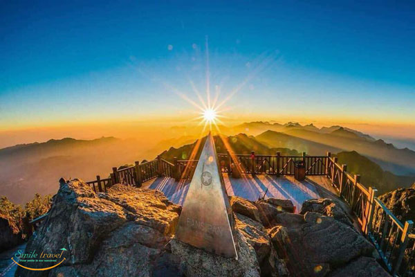 Fanxipan Peak-Sapa tour with Viet Flame Tours