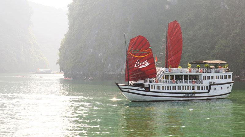 Renea Cruises Halong Bay- Bai Tu Long Bay- Viet Flame Tours +84 986282217