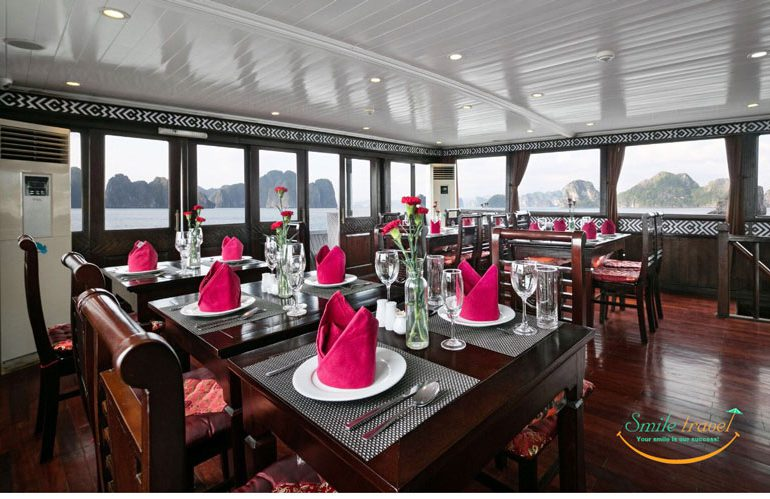 Seasun Premium cruise benefits from being one of the more intimate junks. With just 9 luxury en-suite cabins, and manned by a young and experienced crew of 12.